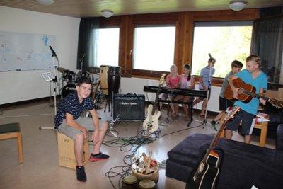 image 13 - Musik im Jugendzentrum2 .JPG