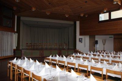image 21 - Bildungszentrum Saal mit B�hne.JPG